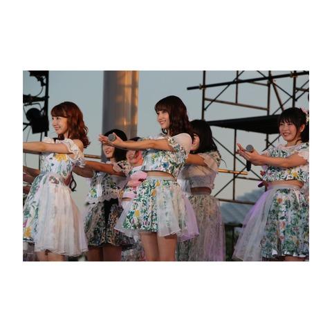 【悲報】ゆいはん、お腹の肉が衣装に乗ってしまう・・・【AKB48・横山由依】