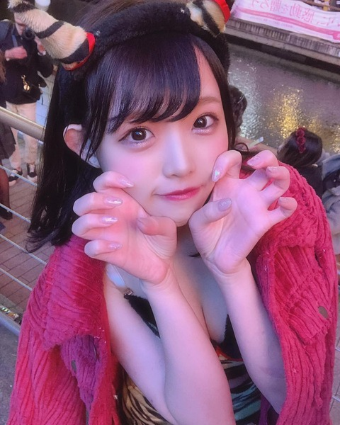 【NMB48】植村梓がエロコスプレ姿で大混雑の道頓堀に登場www
