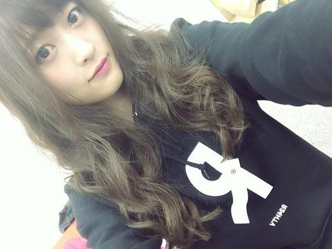 【悲報】NMB48小谷里歩がAKB48スタッフと間違われる