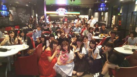 【朗報】AKB48カフェに、サプライズで大物メンバーキタ━━━(゚∀゚)━━━!!