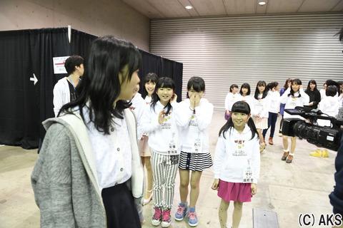 【悲報】HKT48支配人が新たなロリに目をつけた模様【指原莉乃】