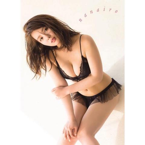 【元NMB48】山田菜々の写真集の表紙wwwwww