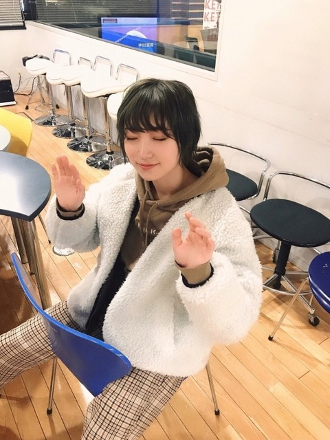 【悲報】NMB48太田夢莉さん、mうっかりセクキャバ座りをしてしまう