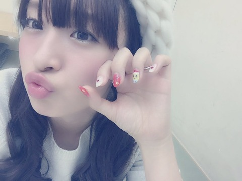 【NMB48】ノーブラノーパン、ワンピース1枚で新幹線に乗る梅田彩佳(27)