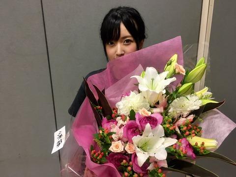 NMB48劇場に須藤凜々花への結婚祝いの花束が届く