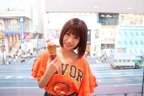 【GIF】HKT48朝長美桜さん、竹下通りで華麗にポーズ