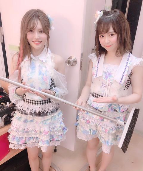 【AKB48】込山榛香「なるちゃんが『ほうき』をプレゼントしてくれたのでお掃除頑張ります…劇場までどうやってこのほうき持って来たんだろうか?」