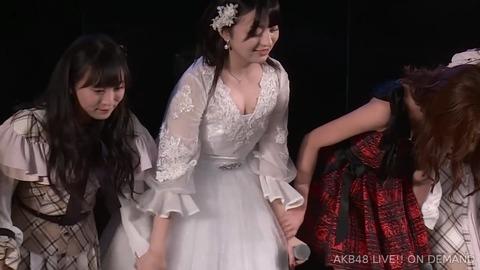 【朗報】チーム8佐藤七海ちゃん、卒業公演で最後にπの谷間をサービスしアイドル人生に幕を閉じる