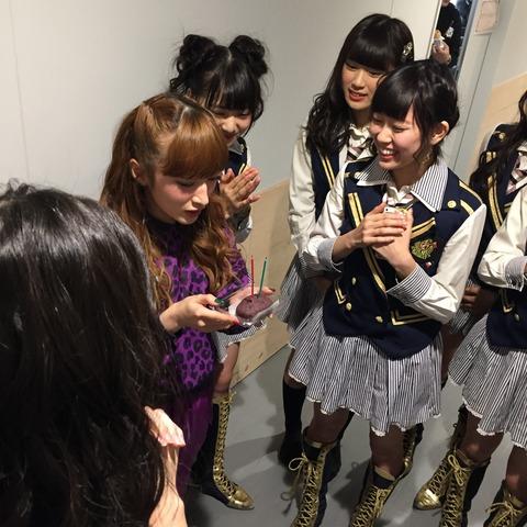【NMB48】梅ちゃんの誕生祝いがおはぎにロウソク・・・【梅田彩佳】
