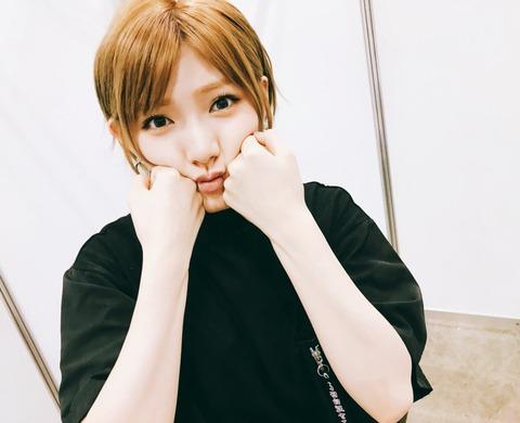【AKB48】最近の岡田奈々って髪の毛明るすぎないか?