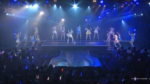 【悲報】おにぎりこと秋吉優花ちゃん、スカートを履き忘れたままステージに上がる【HKT48】