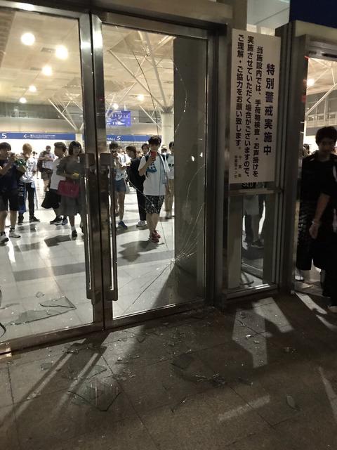 【悲報】ケヤキッズ、今度は幕張メッセのガラスを割って逃走www【欅坂46】