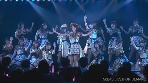 【AKB48】劇場公演にて、ハピネス教徒による教祖戴冠の儀式が執り行われた模様【佐々木優佳里】