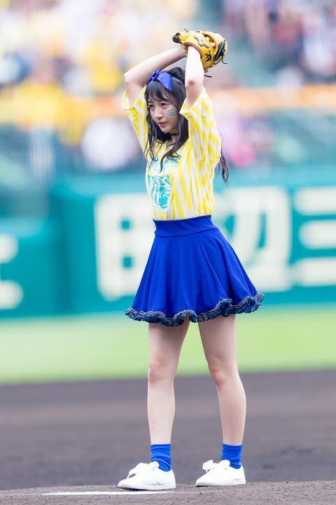 【NMB48】あーやんが始球式でナイスピッチング!【山本彩加】