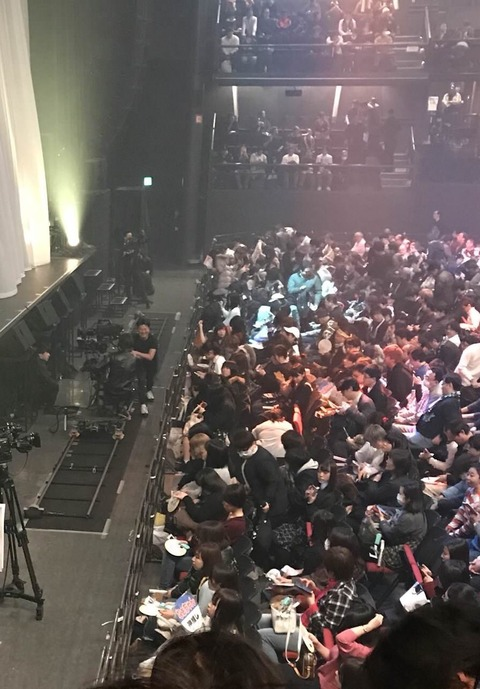 【AKB48G】今回のTDCホールコンサート、最前列は女性を優先的に座らせてる模様