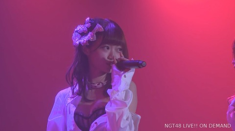 【NGT48】中井りかが公演でお●ぱいを放り出してるんだが