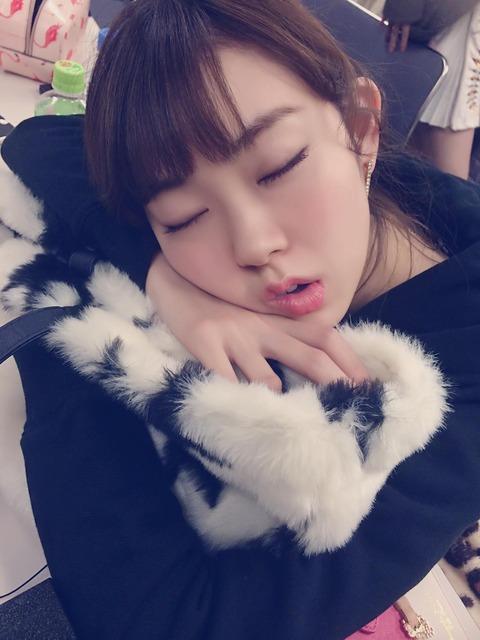 【画像】岡田奈々がみるきーの可愛過ぎる寝顔を公開!!!【NMB48・渡辺美優紀】