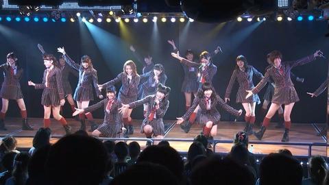 【AKB48G】お前ら劇場で最前に座れた時どうしてる?