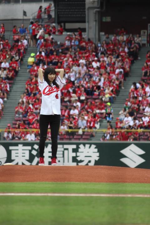【AKB48】武藤十夢さん、パンツスタイル登板でノーバンならず!【始球式】
