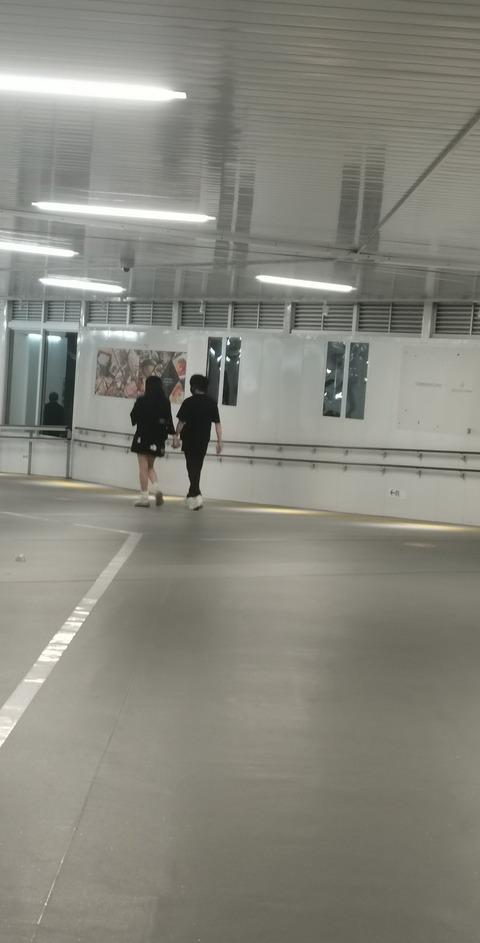 【誰だよ】Twitter「渋谷で元アイドルと音楽プロデューサーが手繋いで歩いてた」