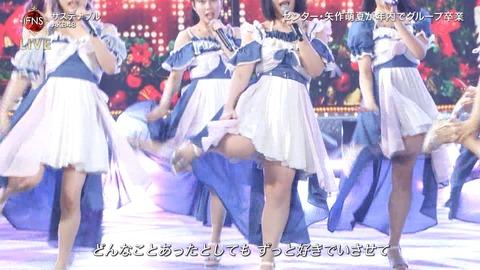 【悲報】AKB48矢作萌夏さん、FNS歌謡祭で豚でもない美脚を披露www