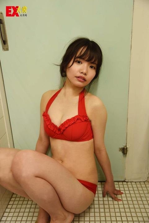 【HKT48】渕上舞、汚い所で生々しいグラビア