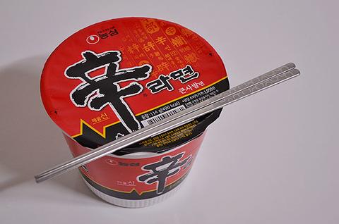 SHOWROOM配信してる推し「カップラーメン食べまーすw(金属の箸キラーン)」 ワイ「あっ、(いやまだ2アウトってところか…)」
