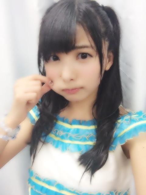 【悲報】HKT48岡田栞奈、公演中に転倒して骨折