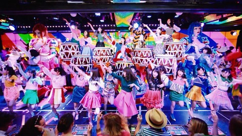 【AKB48】最初は「ハイテンション」って糞曲だと思ってたけど、何度も聴いてたら良曲な気がしてきた
