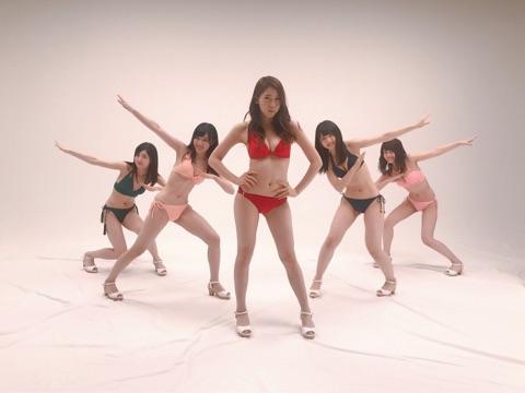【朗報】さっほーがAKB48新聞の水着オフショット画像を大量投下!!!【岩立沙穂】