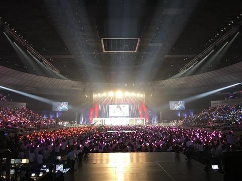 【AKB48】横アリの選抜コンサートもいつものようにメンバーが外周くるくる回るだけのクソコンwww