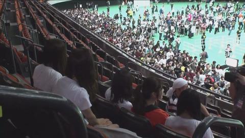 【悲報】NMB48の握手会、さや姉レーンのみ長蛇の列で他がスカスカ・・・【山本彩】
