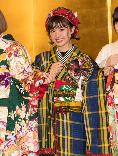 【朗報】HKT48外薗葉月さん、3000円で自作した振り袖がヤフートップに掲載される