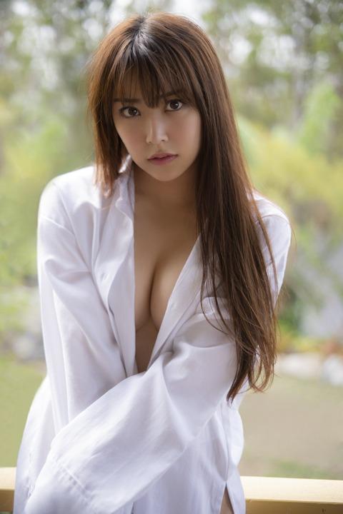 【朗報】NMB48白間美瑠写真集、いきなりのお●ぱいフルスロットル!!!