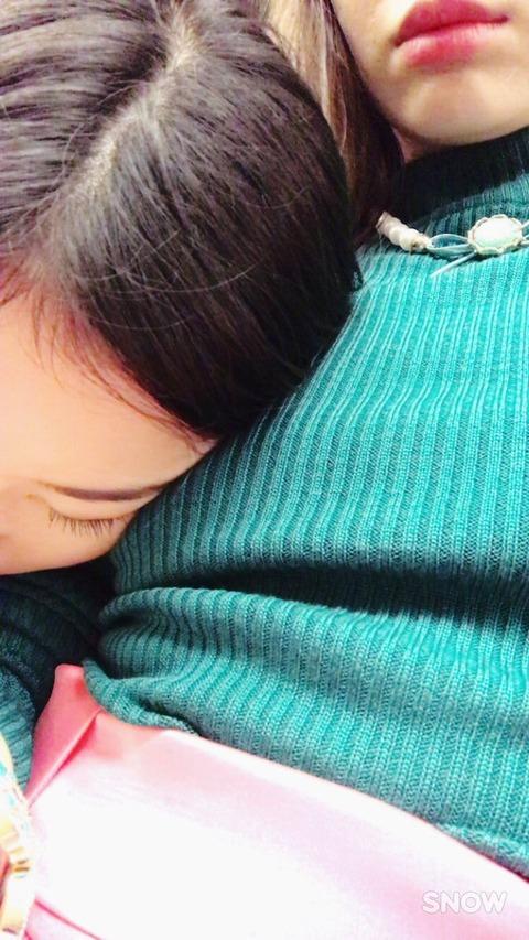 【AKB48】こじはるのおっぱい枕vsなーにゃの太もも枕【小嶋陽菜・大和田南那】
