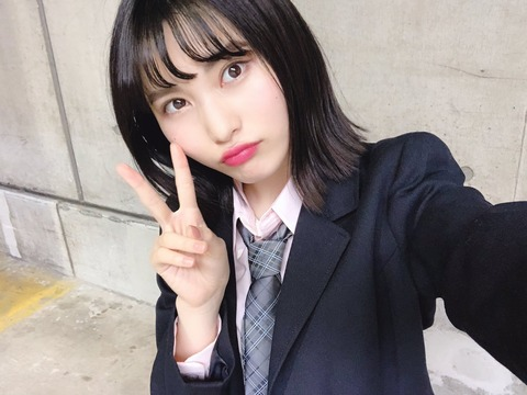 【悲報】せいちゃんが可愛らしい制服姿でオナラをしてしまうwww【AKB48・福岡聖菜】