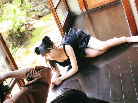 【HKT48】何故みくりんは雑誌よりもエロいオフショットを送ってくるの?【田中美久】