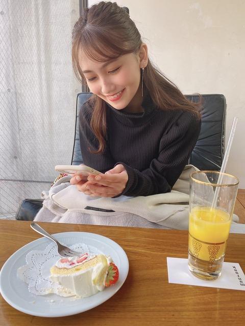 【悲報】峯岸みなみ、金欠で後輩元メンの小嶋真子に食事代をタカる