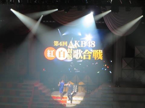 【悲報】第4回AKB48紅白の審査員がショボい、いや、キモい