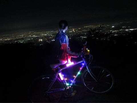 【HKT48】松岡はなちゃんがSHOWROOMで自転車配信してたけど歩道をガンガン飛ばしてて危ない