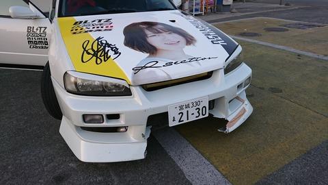 【悲報】乃木坂の過激ヲタが痛車で暴走し軽トラと衝突事故を起こすwww