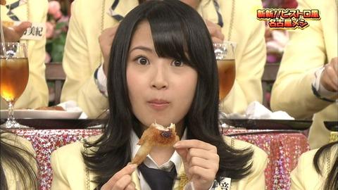 手羽先は食べるのに鶏の丸焼きを見て泣く高柳さん