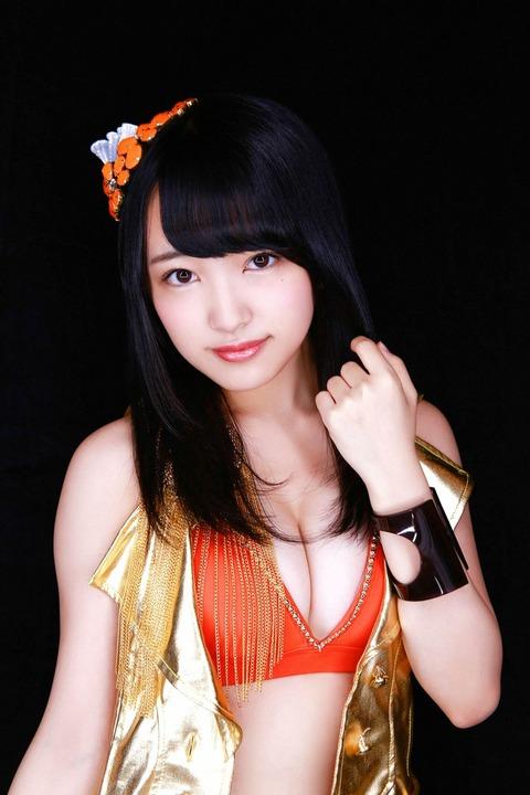 【画像あり】みーおんのグラビアで水着からポロリハミ出し事故!【AKB48・向井地美音】