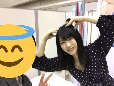 【AKB48】まーたゆいはんが胸元ゆるい服着てるwww【横山由依】