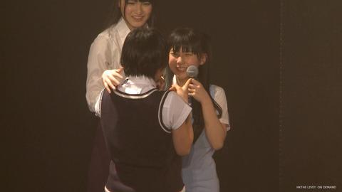 【悲報】HKT48梅本泉君、朝長美桜のグラビアで鼻血を出したことをバラされ号泣