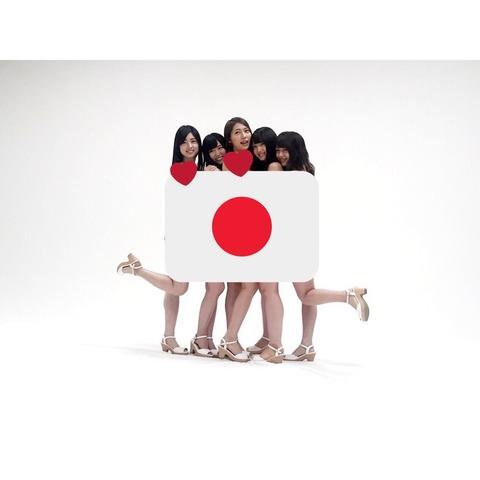 【AKB48】茂木忍「13期全員でAKB新聞の水着グラビアの撮影でした。スタンプなしは発売後に載せます」