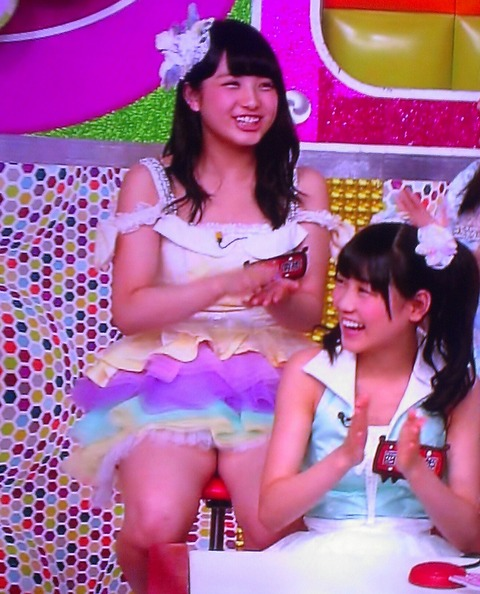 【画像あり】AKB48大和田南那の股が無防備すぎる件
