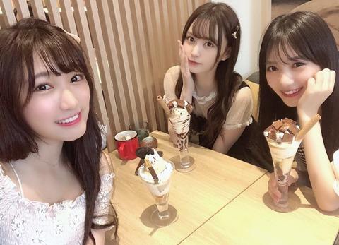 【画像】カワイコちゃん3人がこっちを見てる、どの子を選ぶ?