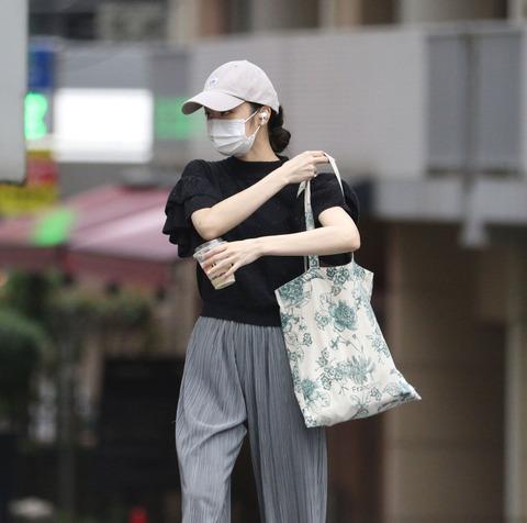 【画像】新宿ホストと熱愛発覚した欅坂46石森虹花さんの私服をご覧くださいwww