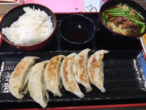 【朗報】北川綾巴の餃子プレートに台湾ラーメンが付いてご飯増量、さらに値下げ!!!